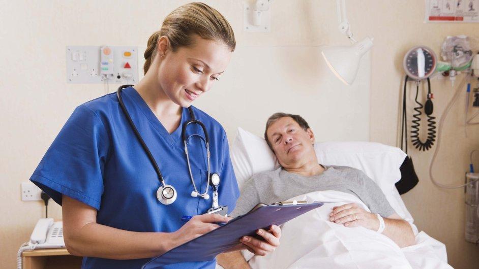 Lékařka, vyšetření, posudek, pacient. Ilustrační foto.