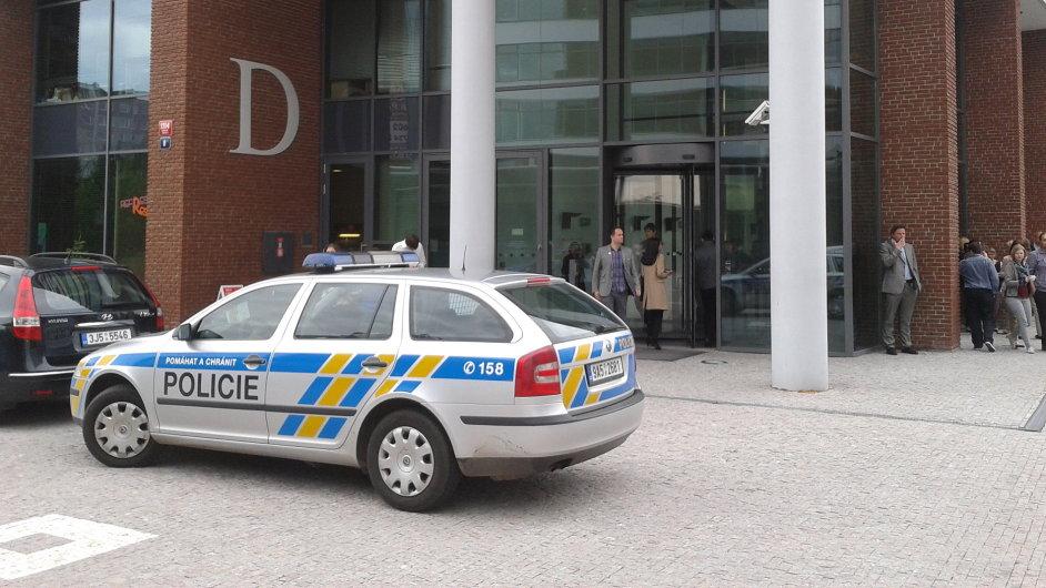 Policie před sídlem kanceláře MSB Legal