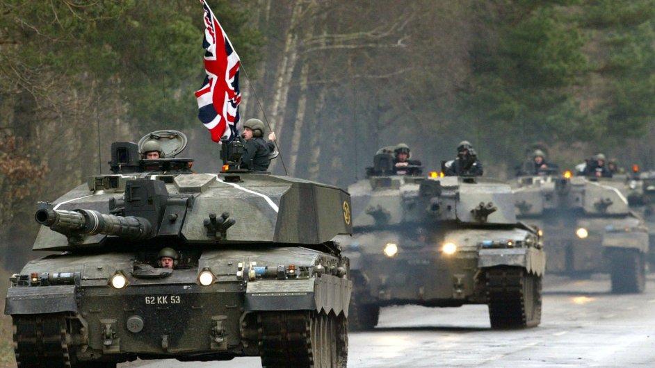 Konvoj britských tanků Challenger
