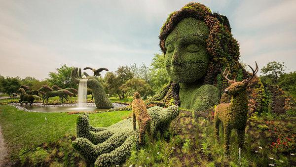 Skvostné rostlinné sochy v botanické zahradě v Montrealu.