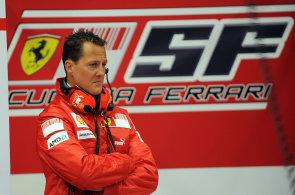Schumacher opět zvítězil. Jezdec F1 se po půlroce probral z kómatu, zahájí rehabilitaci