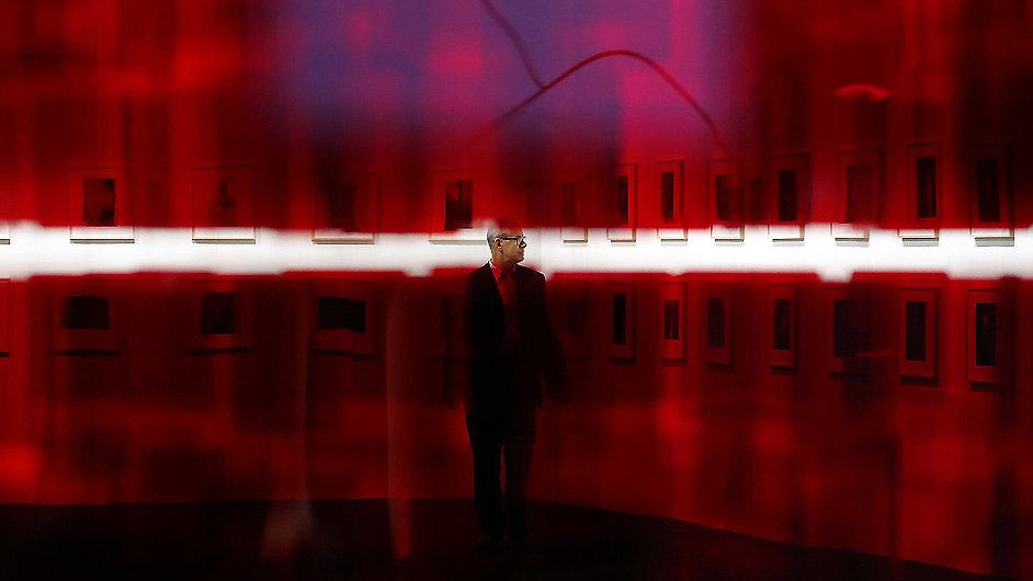 Julio Le Parc vytvořil místnost Sphere Rouge.
