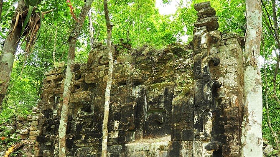 Archeologický nález mayského města v Mexiku.