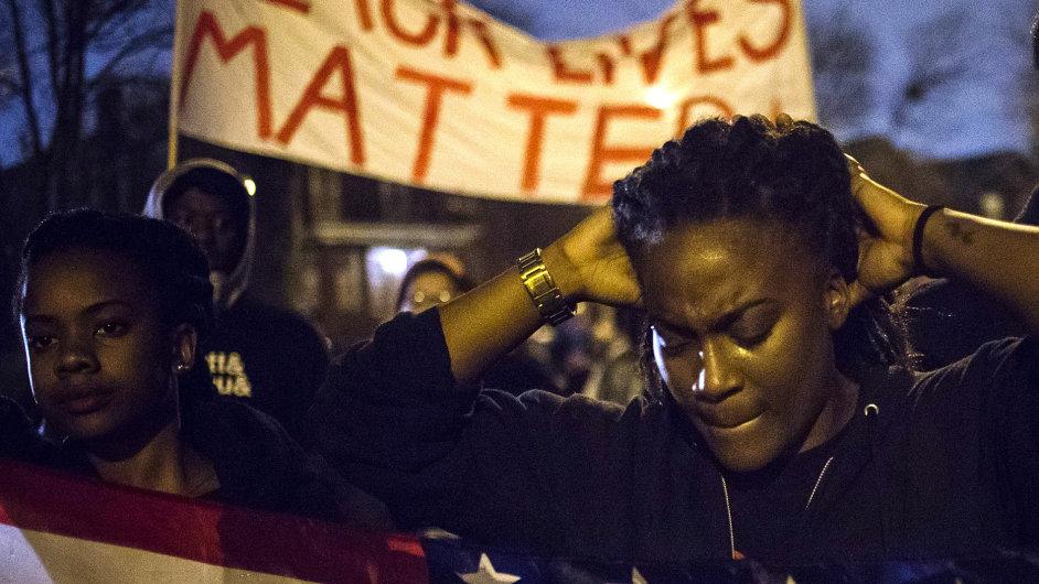 Masové protesty ovládly předměstí St. Louis