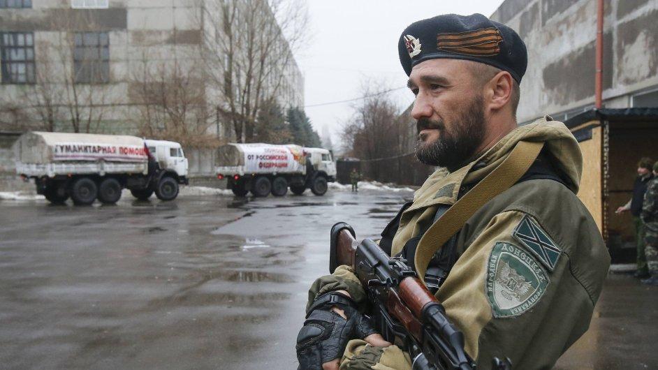 Proruský separatista v Doněcké oblasti.
