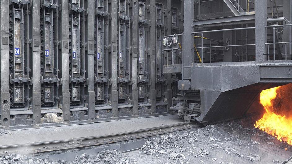 Baterie za miliardu. Koks z nejkvalitnějšího černého uhlí potřebuje Třinec do vysokých pecí na výrobu surového železa.