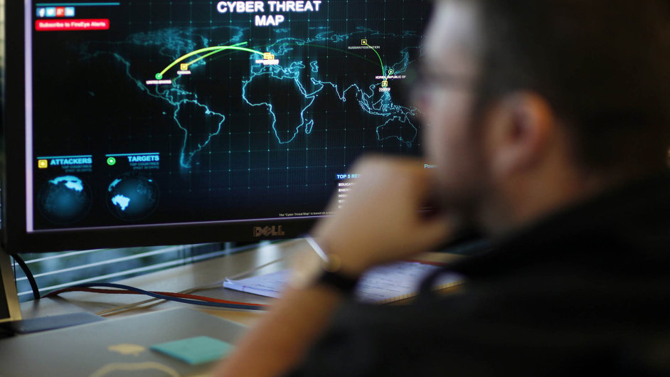 Jak uchopit neuchopitelné Kybernetické hrozby mohou přijít odkudkoli, o to těžší je na ně konkrétně upravit právní předpis.