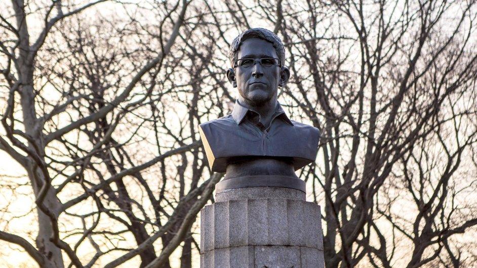 Socha Edwarda Snowdena v New Yorku vydržela jen několik hodin.