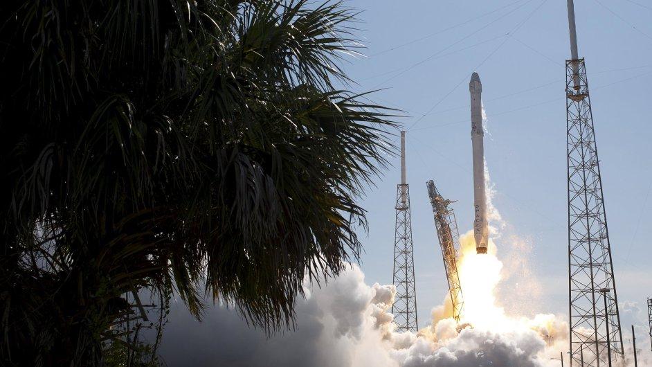 Z amerického Mysu Canaveral včera k ISS odstartovala na šestou podobnou misi zásobovací loď Dragon soukromé společnosti SpaceX.