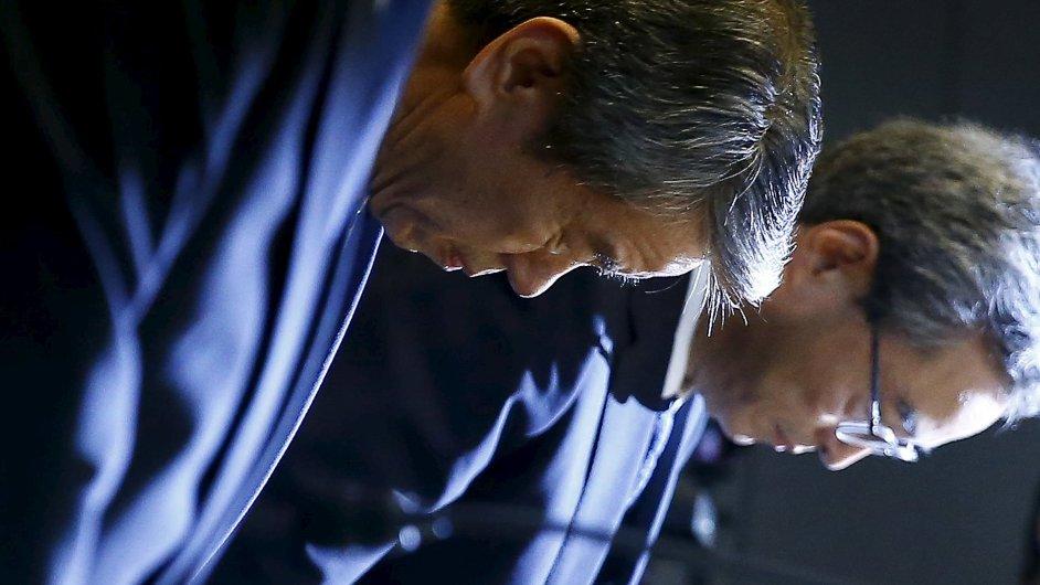Generální ředitel firmy Toshiba se po skandálu rozloučil poklonou