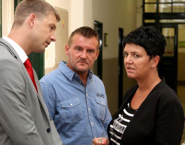 Projednávání žaloby Romky Lenky Balogové na realitní makléřku Elišku Noskovou. (na snímku Petr Mach a Eliška Nosková)
