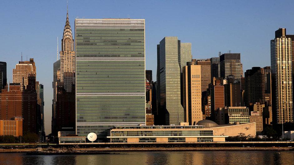 Směr New York: Do sídla OSN v New Yorku odcestuje v příštích dnech pět vrcholových českých politiků. Prezident Zeman, premiér Sobotka a trojice ministrů jeho vlády.