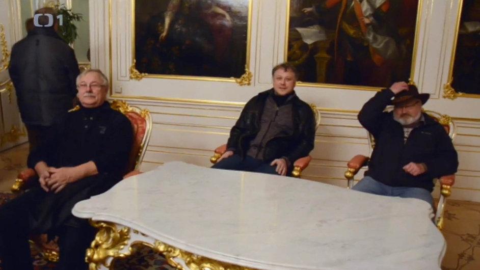 Záběr z reportáže Účastníci zájezdu v pořadu Reportéři ČT.