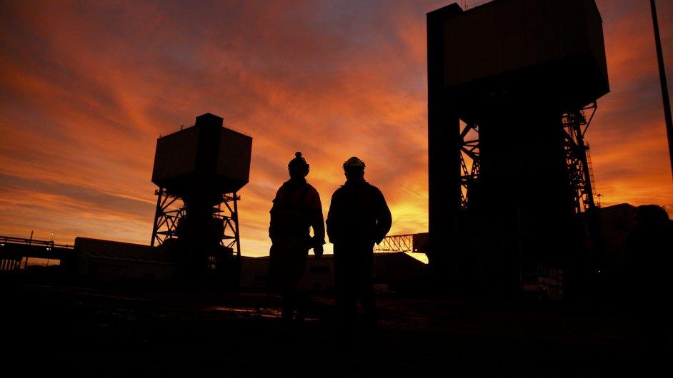 V jihoafrickém dole na zlato uvázlo přes 80 horníků.