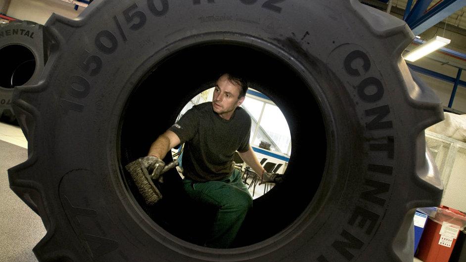 Výroba pneumatik v otrokovickém závodě Mitasu.