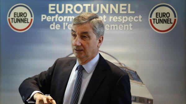 V�konn� �editel spole�nosti Eurotunnel Jacques Gounon p�edstavuje hospod��sk� v�sledky za rok 2015.