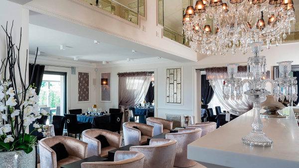 Česká restaurace Paloma se podobá té, která stojí ve Francii na Azurovém pobřeží (na ilustračním snímku). Ta již získala druhou michelinskou hvězdu.