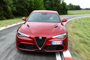 Alfa Romeo se chce zvednout ze dna. Nahoru ji tla�� p�t miliard eur, brut�ln� Giulia i nov� SUV