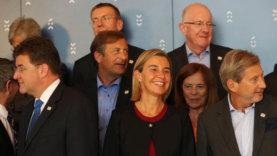 Budoucností Evropy se zabývali vBratislavě ministři zahraničí EU. Vpopředí šéfka evropské diplomacie Federica Mogheriniová.