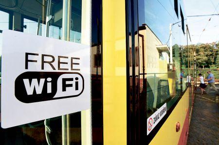 Poprvé na svou pravidelnou linku z Mostu do Litvínova vyrazila 12. září nízkopodlažní tramvaj typu EVO 1