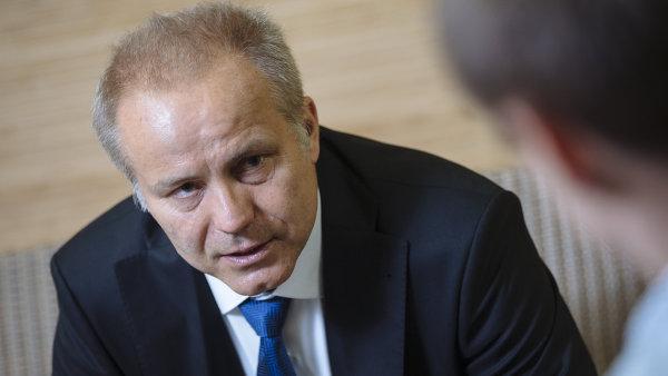 Pavel Sehnal, do jehož skupiny SPGroup patří například pojišťovna Slavia, výstaviště v pražských Letňanech nebo realitní společnost AAABYTY.CZ, dává najevo svůj zájem o politiku již delší dobu.
