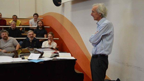 Na snímku z lednové zahajovací zkoušky Řeckých pašijí je režisér Jan Antonín Pitínský.