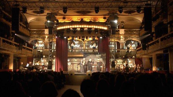 Snímek z úterní premiéry kabaretu Wanted ve velkém sále pražské Lucerny.