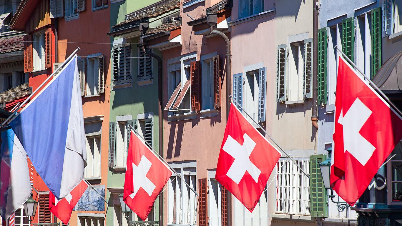 Švýcarská banka i přes rekordní ztrátu vyplatí peníze kantonům a vládě - Ilustrační foto.