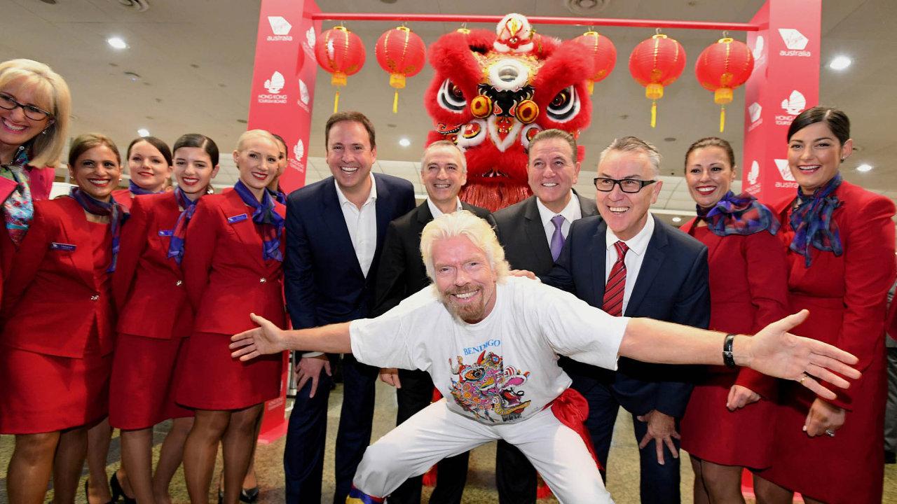 Excentrik Branson: Nazačátku července Richard Branson slavil zahájení linky aerolinií Virgin mezi australským Melbournem aHongkongem.