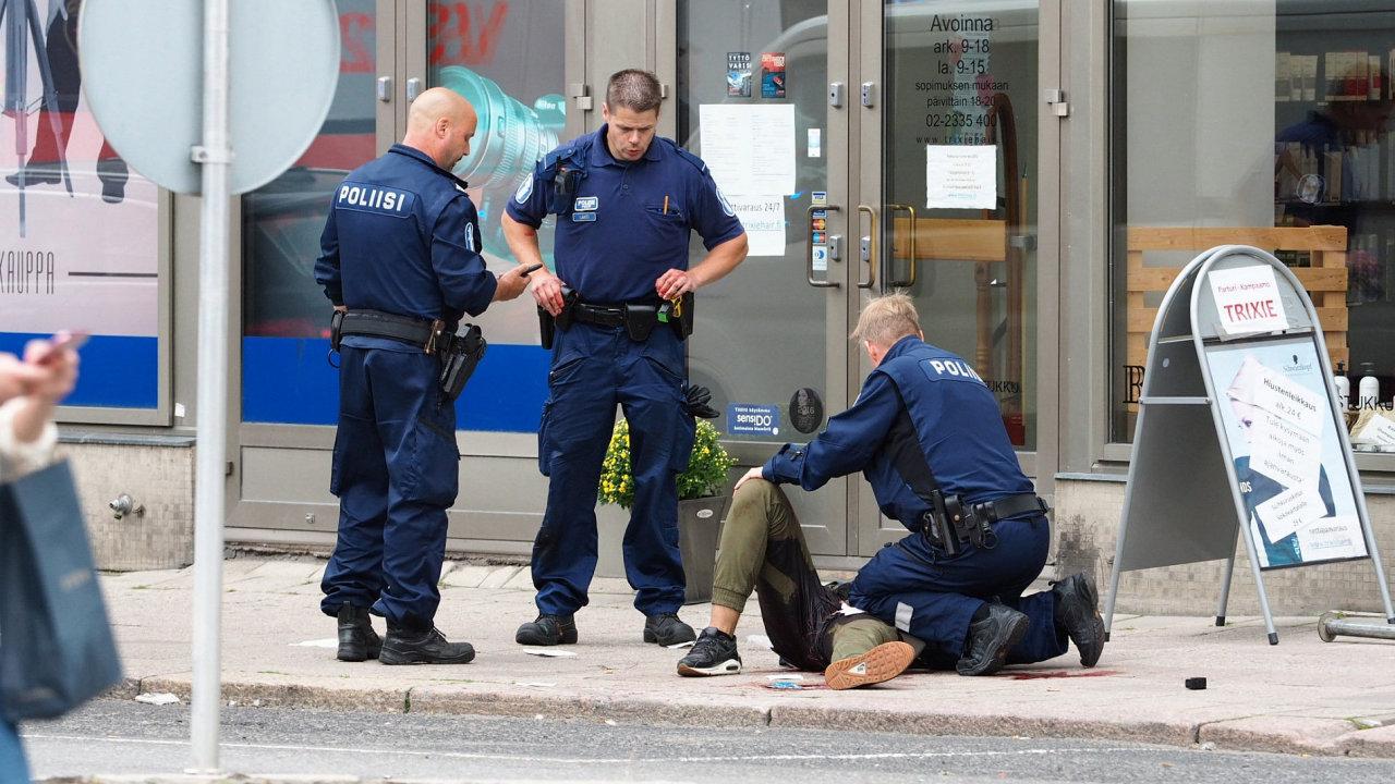 Finská policie zadržela útočníka ve městě Turku.