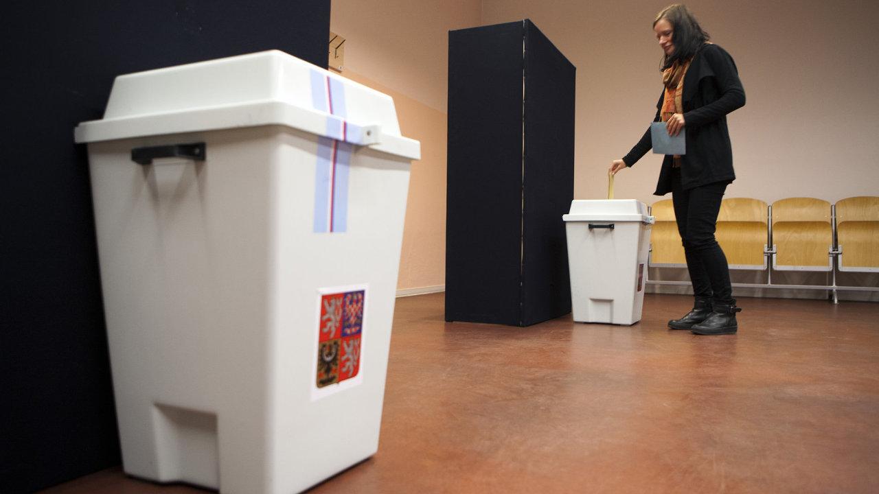 O hlasy voličů se letos uchází rekordní počet kandidátů.