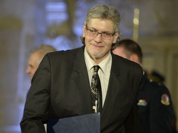 Publicista a komentátor Petr Žantovský převzal od prezidenta Miloše Zemana medaili za zásluhy při slavnostním ceremoniálu udílení státních vyznamenání