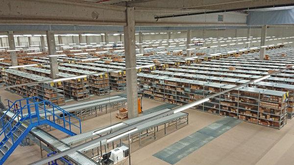 Středoevropské distribuční centrum o rozloze více než 40 tisíc metrů čtverečních otevřela v Nýřanech u Plzně společnost Sony DADC.