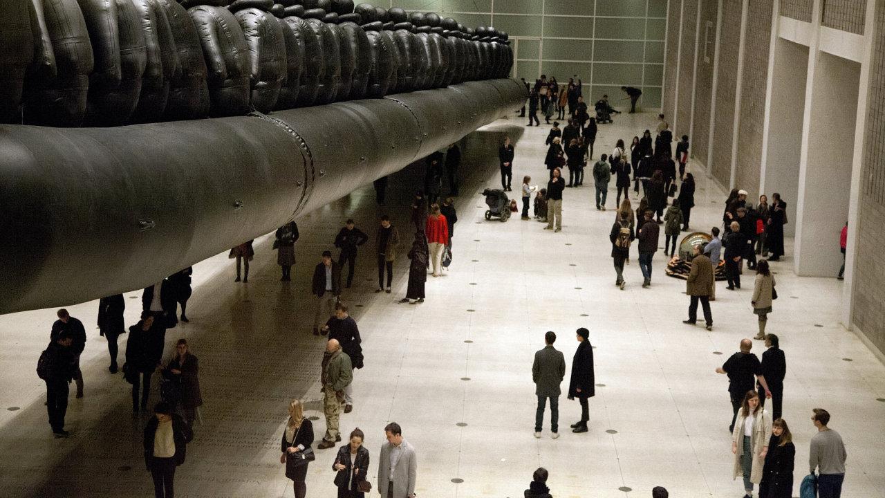 Aj Wej-wejův obří člun s uprchlíky je v pražském Veletržním paláci k vidění do 7. ledna 2018.