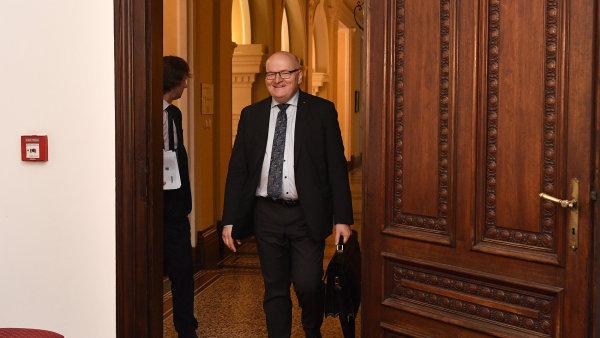 Na snímku z konce listopadu je končící ministr kultury Daniel Herman za KDU-ČSL.