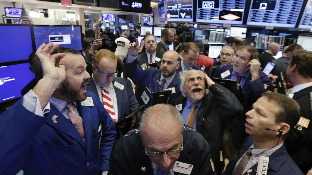 Evropské akcie se propadly o 2,4 procenta v reakci na vítězství Donalda Trumpa.