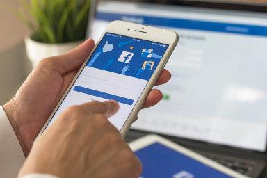 Firmy při shánění nových zaměstnanců stále častěji využívají sociální sítě.