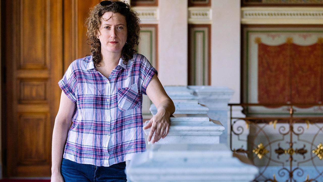 Pro svoji knižní reportáž strávila Jessica Bruderová tři roky mezi seniory, kteří však místo klidného důchodu žijí jako příležitostní pracovní nomádi.