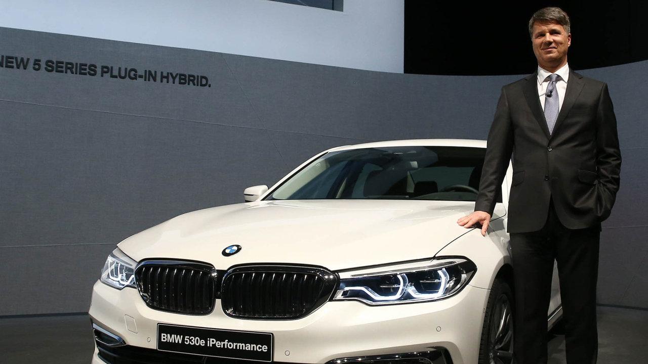 V květnu tohoto roku představila automobilka BMW svůj nový model s označením 530e, který je dodáván se speciálními cívkami umožňujícími bezdrátové dobíjení.