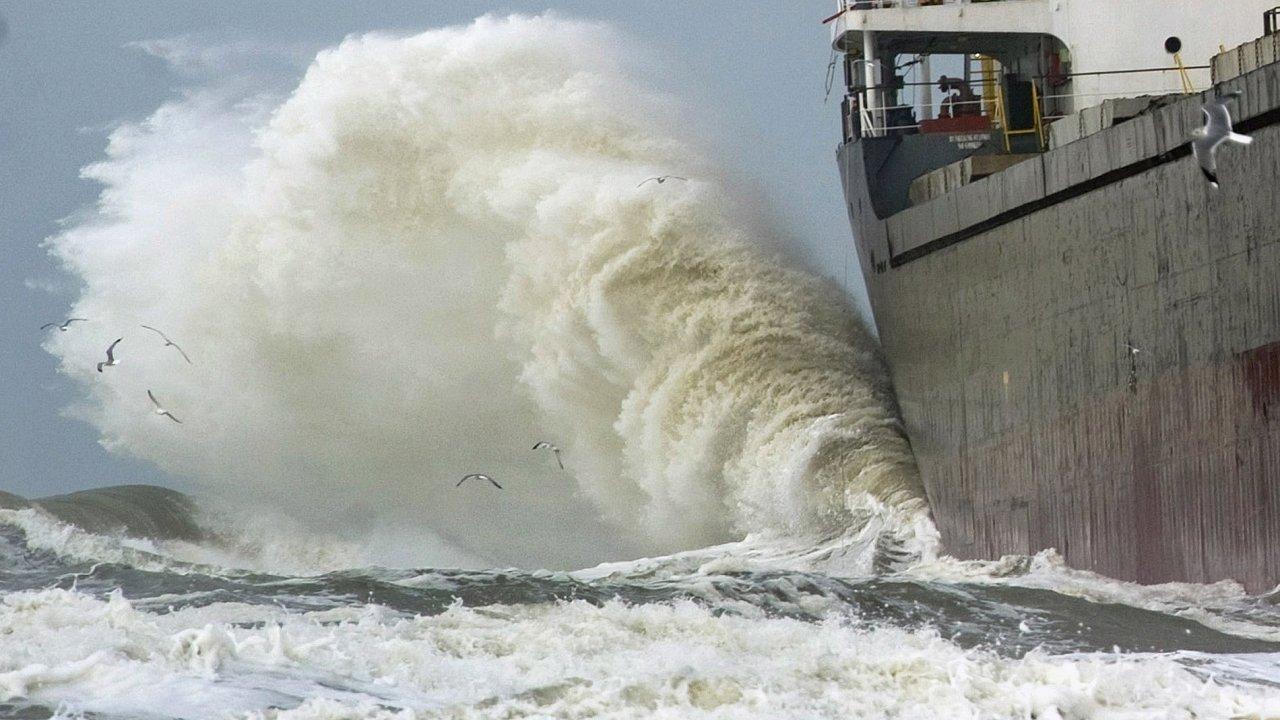 Nákladní loď - Ilustrační foto.
