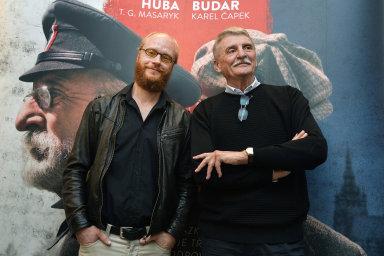 Slavnostní premiéra bude v úterý v pražském Cinema City Slovanský dům, v kinech se snímek s Janem Budařem a Martinem Hubou v hlavních rolích objeví 18. října.