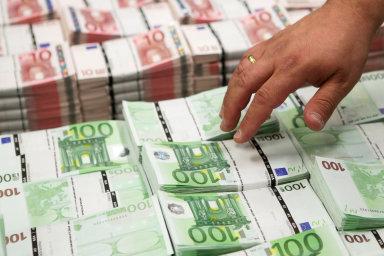 """""""Euro je jako kabát, který je jedněm velký a druhým malý,"""" uvedl pro HN hlavní ekonom Patria Jan Bureš."""