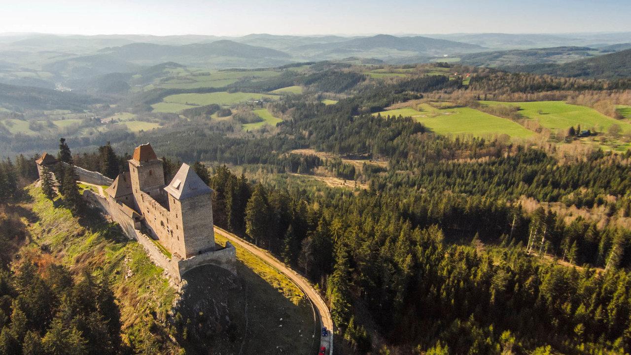 Největší ložisko zlata v Česku se nachází v Kašperských Horách na Šumavě.