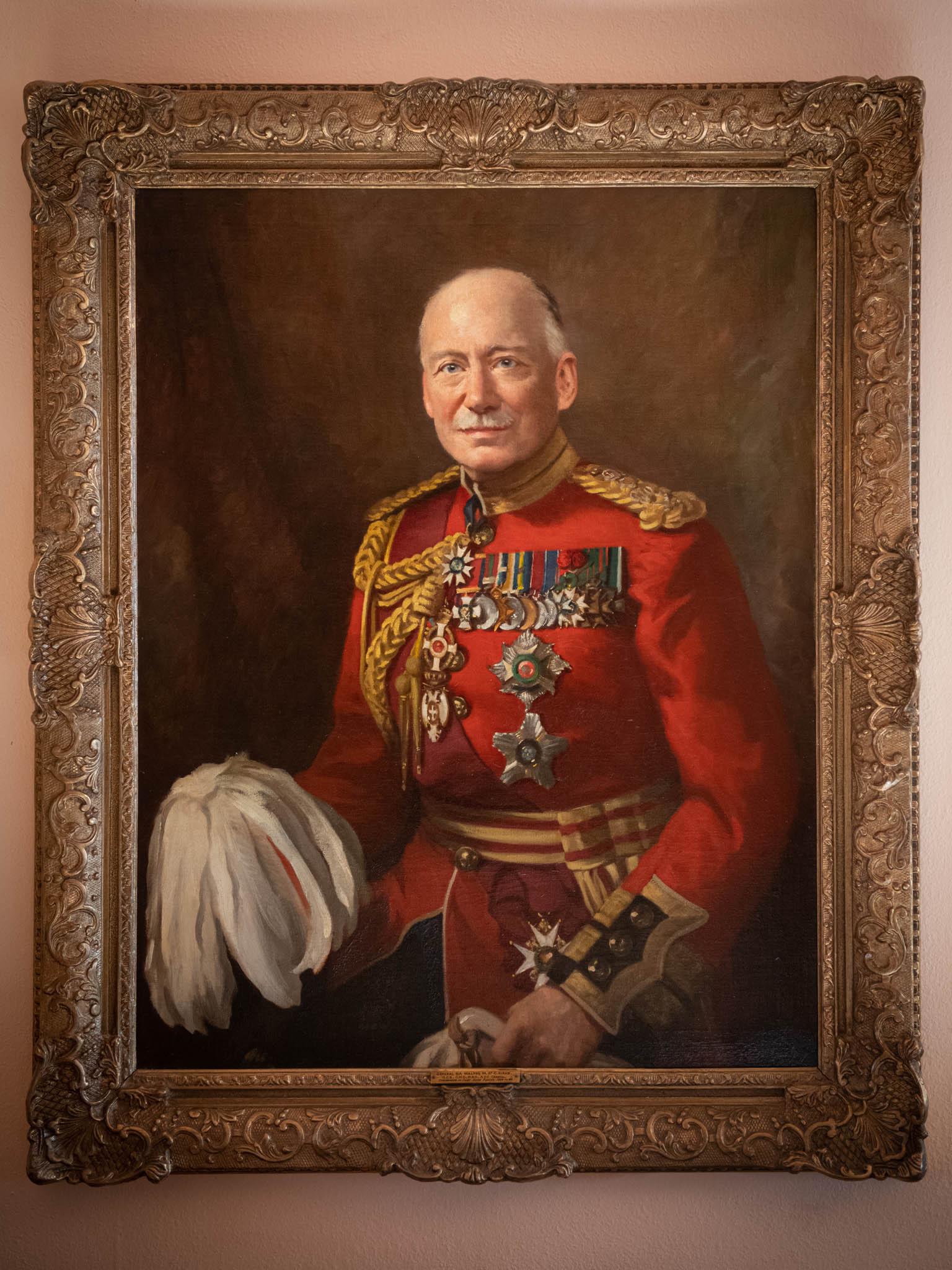 Jedním zKirkových, byť nevlastních příbuzných byl Walter Kirke, významná postava druhé světové války. Jeho obraz má dodnes pověšený doma.