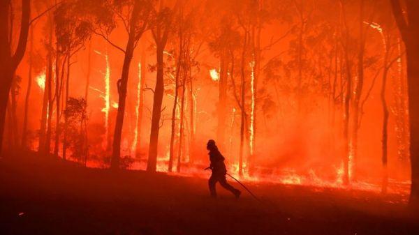 Hoří celá Austrálie, katastrofa může trvat měsíce, rozsah je obrovský, říká Dub.