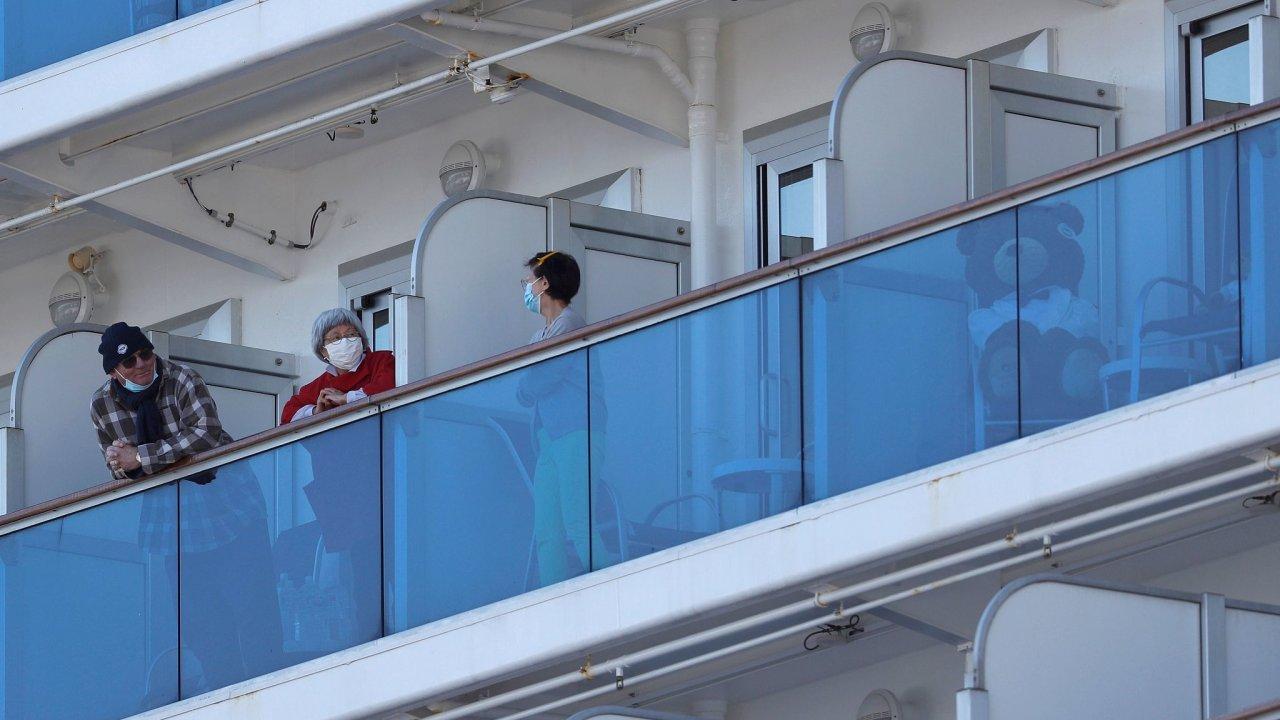Dva tisíce lidí uvízlo na výletní lodi MS Westerdam společnosti Holland America. Plavidlo již několik dní hledá útočiště, tři státy však vylodění odmítly kvůli podezření na nákazu.