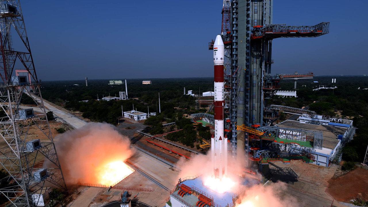 SIndy naoběžnou dráhu. Vodafone aRakuten investují dofirmy AST &Science. Ta loni vdubnu loňského roku vrámci 45.mise indického programu PSLC nechala vynést svou první družici.