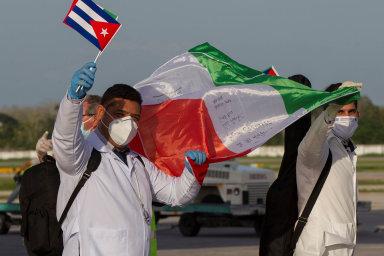 Kuba pro Itálii: Někteří kubánští lékaři se zItálie vracejí domů, jiní se teprve školí, jak pomáhat Evropě. Havana zaně dostává štědré platby.