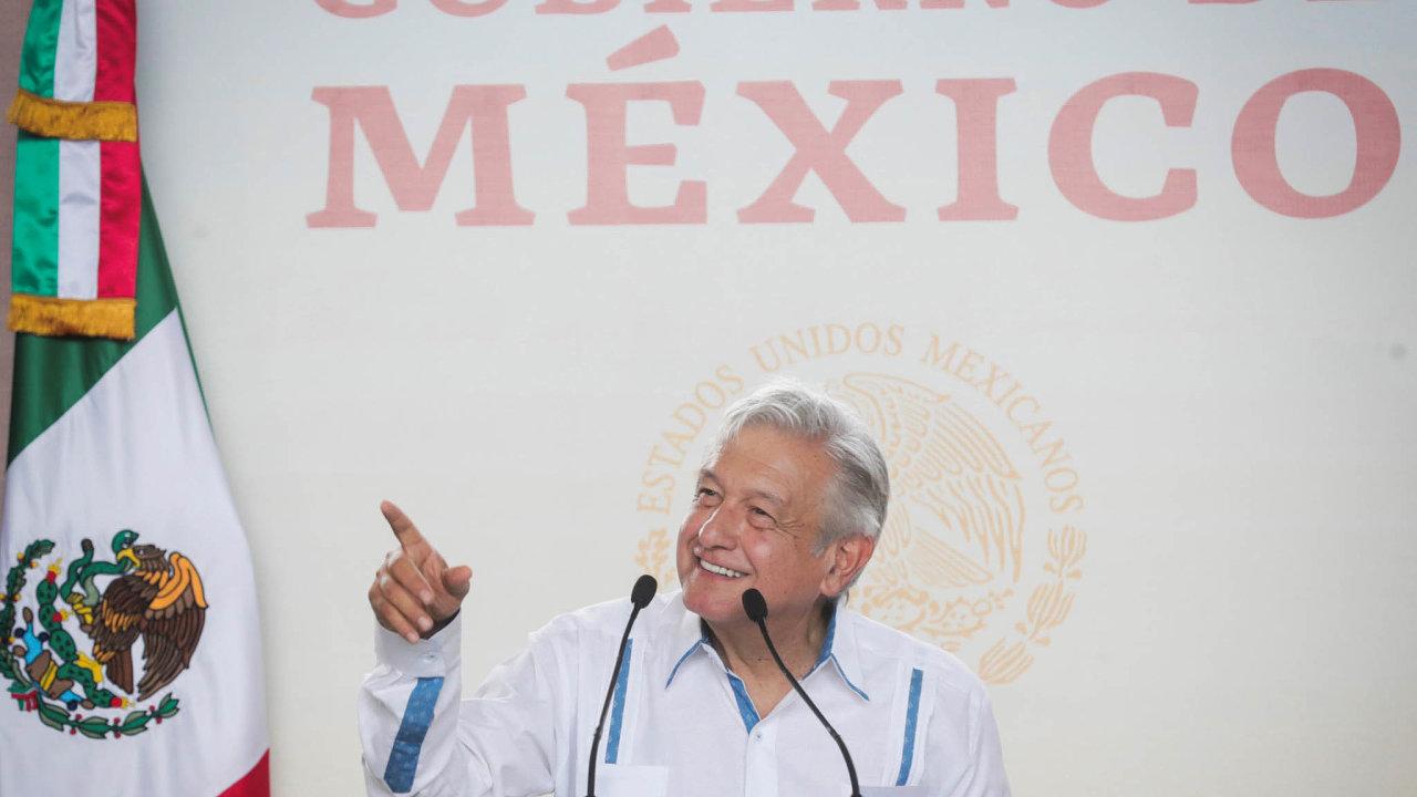 Já jsem čistý, to oni jsou korupčníci. Obrador se dostal kmoci se slibem, že zemi očistí odkorupce. Videa, která zachycují jeho bratra, jak přebírá peníze, nyní poškozují jeho image.