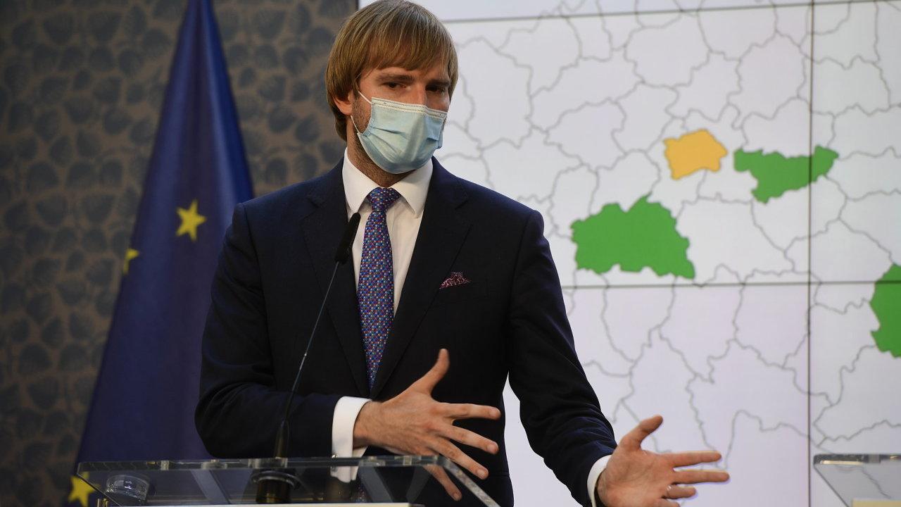 Ministr zdravotnictví Adam Vojtěch (za ANO) vystoupil 28. srpna 2020 v Praze na tiskové konferenci k situaci kolem epidemie koronaviru.